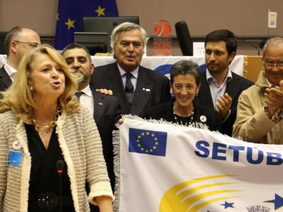 Setúbal recebe bandeira de Cidade Europeia do Desporto em 2016: Cerimónia decorreu em Bruxelas