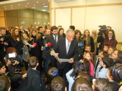Presidente da República visita Escola Técnica Profissional da Moita:  Crianças e jovens recebem em festa Marcelo Rebelo de Sousa